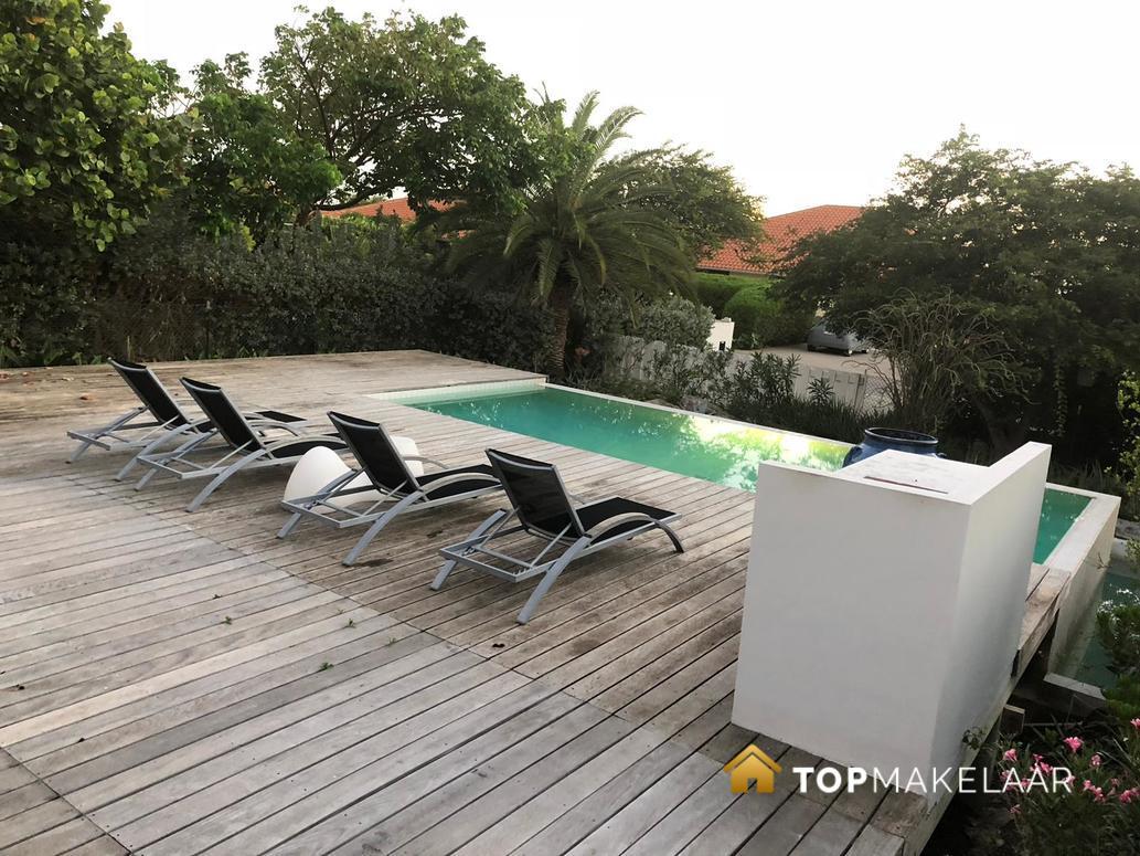Luxe villa met prive zwembad top makelaar curacao for Luxe villa met zwembad