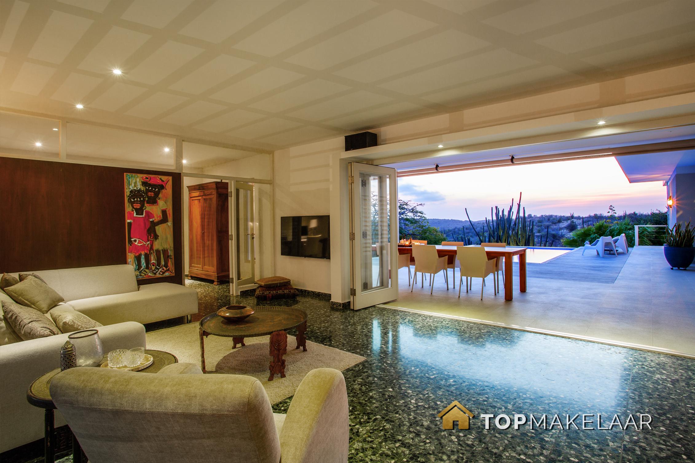 Prachtige onder architectuur gebouwde villa